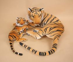 Tygr hnědý ležící s mládětem 90cm (7ks/karton)