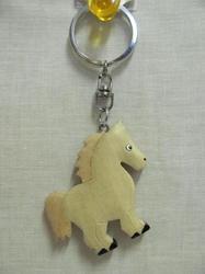 Přívěšek dřevo - kůň bílý stojící (6)