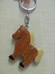 Přívěšek dřevo - kůň hnědý stojící (6)